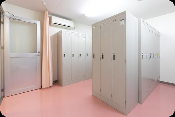 シャワー完備の更衣室